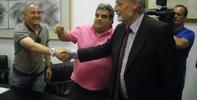 Jesús Maeztu ofrece su colaboración en el conflicito del ERE de la factoría de ROCA.