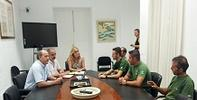 La Adjunta al Defensor del Pueblo Andaluz se reúne con los trabajadores despedidos del Plan INFOCA
