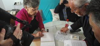 El Defensor del Pueblo andaluz propone medidas que sirvan de guía para solucionar el grave problema de los cortes de luz en distintos barrios de Andalucía