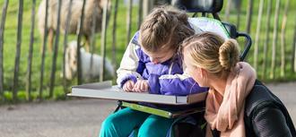 La escolarización será compatible con otras ayudas a los menores dependientes