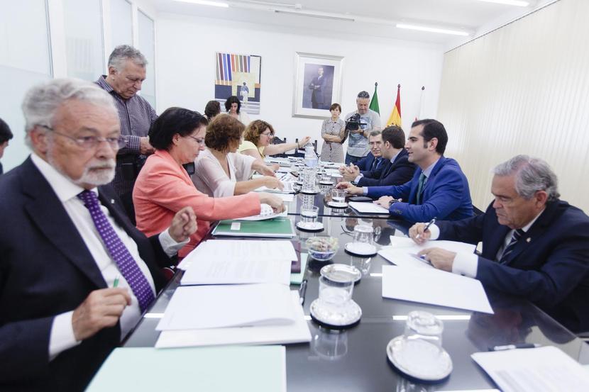 El Defensor del Pueblo andaluz supervisará el plan de trabajo para la mejora de El Puche