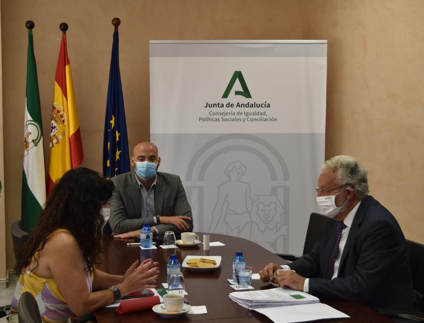 El Defensor del Pueblo andaluz traslada a la consejera de Igualdad las reclamaciones sobre Renta Mínima y su adaptación al Ingreso Vital