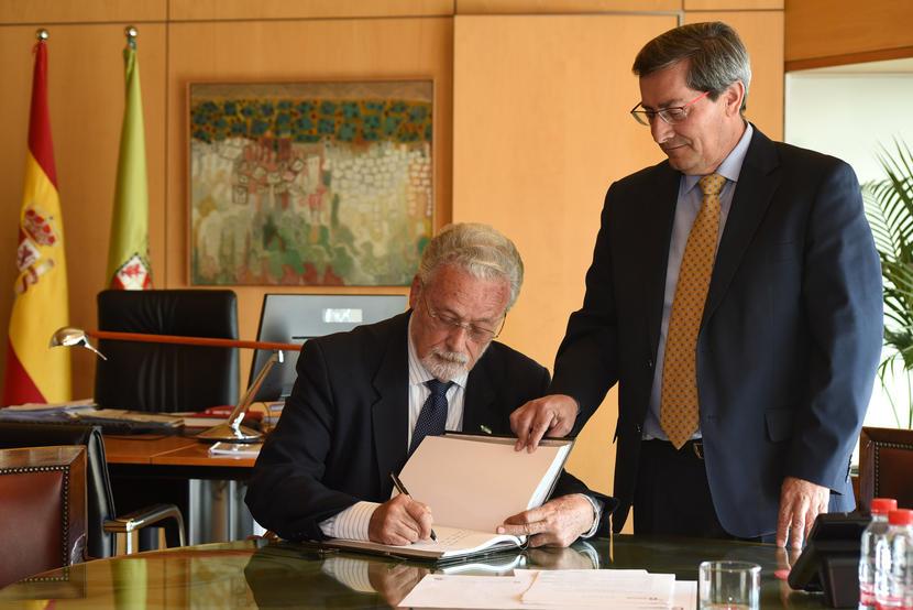 El Defensor aborda con el presidente de la Diputación de Granada los cortes de luz y el cierre de oficinas bancarias en la provincia