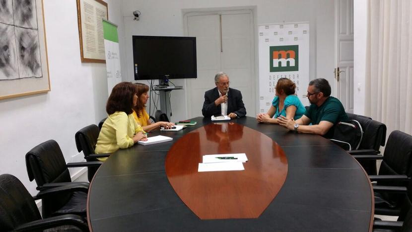 Reunión del Defensor del Pueblo Andaluz con la Plataforma de Afectados por el Salario Social