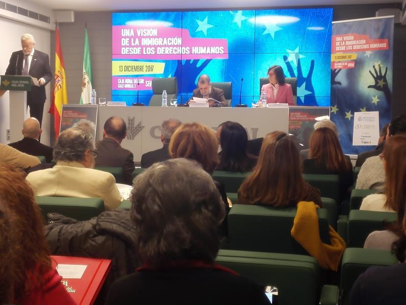 El Defensor del Pueblo andaluz lamenta la falta de respuestas de las instituciones ante el desafío de la inmigración