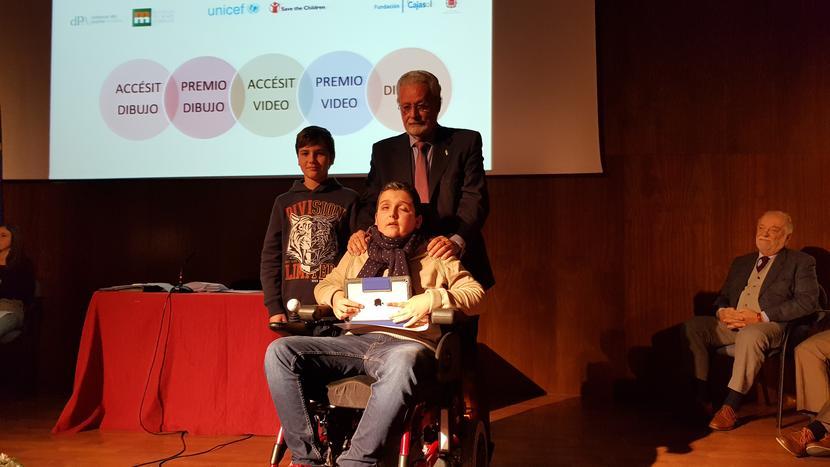 """El Defensor del Menor de Andalucía entrega los premios de la XI edición del concurso """"Así veo mis derechos"""""""
